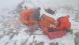 Babia Góra. Na szczycie utknęła grupa 11 osób. Przez silny wiatr i śnieg nie byli w stanie sami zejść