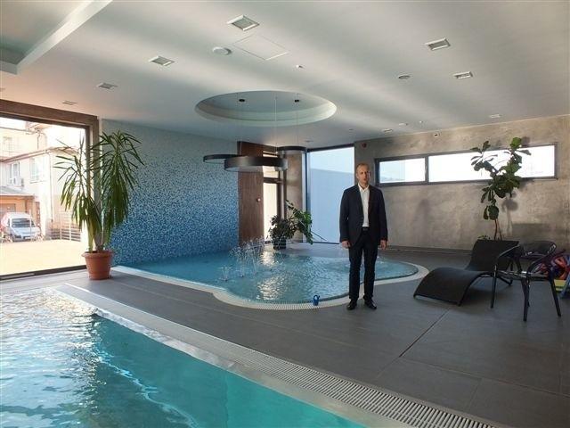 Squash, siłownia, hala z basenami i mnóstwo gabinetów kosmetycznych - Strefa Relaksu w starachowickim hotelu już działa. Zobacz wnętrza!Strefa Relaksu w Hotelu Europa od Nowego Roku zaczyna przyjmować gości.