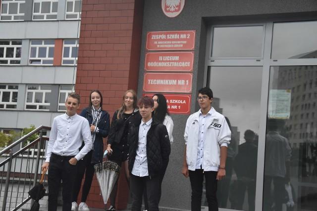 Inauguracja roku szkolnego w jastrzębskim Korfantym w murach szkoły była przeznaczona tylko dla uczniów pierwszych klas.