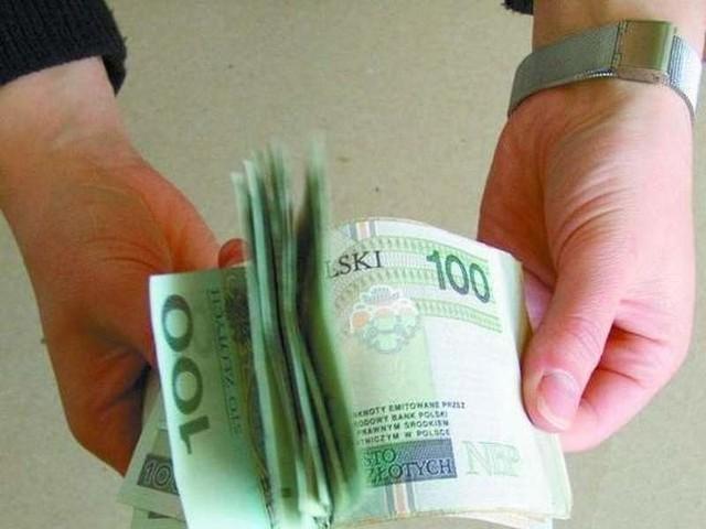 Kierowca autobusu chciał wręczyć 200 złotych łapówki.