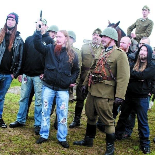 - Ognia! Ognia! Ognia! - krzyczeli szwedzcy metalowcy wraz z członkami grupy rekonstrukcyjnej w Strękowej Górze