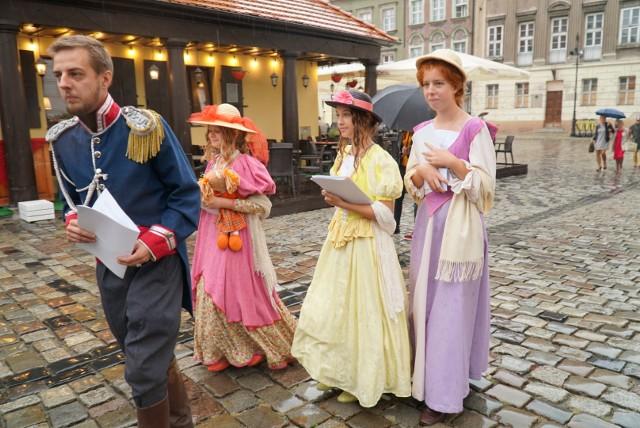 Narodowe Czytanie odbywało się w Poznaniu w Bibliotece Raczyńskich i Pałacu Działyńskich. Na tę drugą imprezę zapraszali rekonstruktorzy w strojach z epoki.Kolejne zdjęcie --->