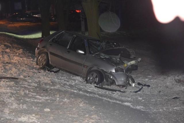 Krotoszyn: Poważny wypadek pod Perzycami. Zderzenie busa i osobówki [ZDJĘCIA]