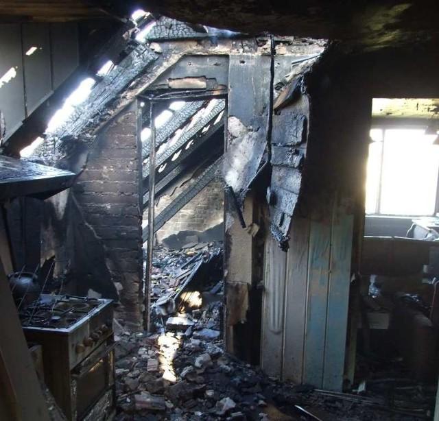 Tak wygląda poddasze, które spłonęło w poniedziałkowym pożarze.