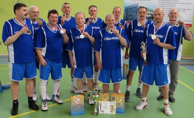 Zwycięska ekipa z Poznania tuż po ceremonii wręczenia medali i nagród