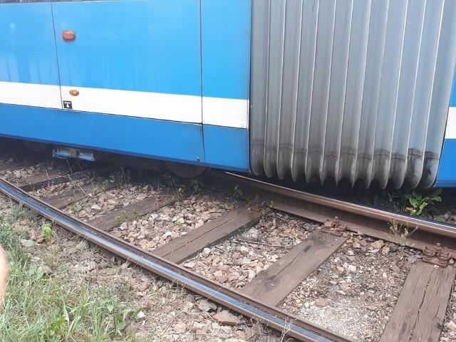 Dziś (29 lipca) po godzinie 16 na pętli Sępolno doszło do wykolejenia tramwaju.