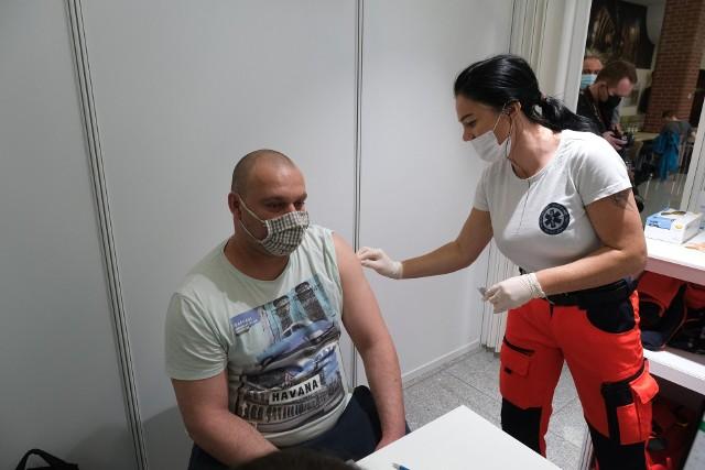 Polska Grupa Górnicza zaczyna akcję masowych szczepień w zakładach pracy. Zaszczepi się ponad 7 tys. osób