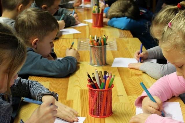 Z dyżurów w danym przedszkolu skorzystać mogą tylko dzieci, które są do niego zapisane.