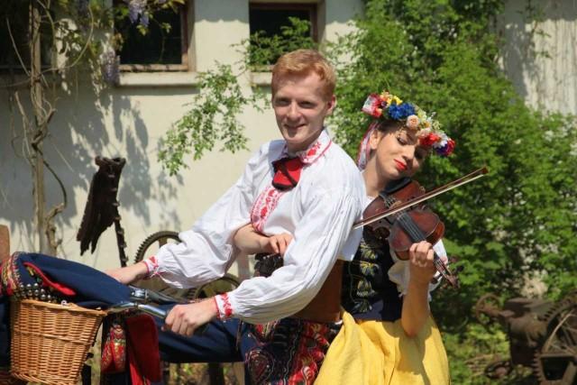 Gospodarzem festiwalu jest Zespół Tańca Ludowego Akademii Wychowania Fizycznego Poznań