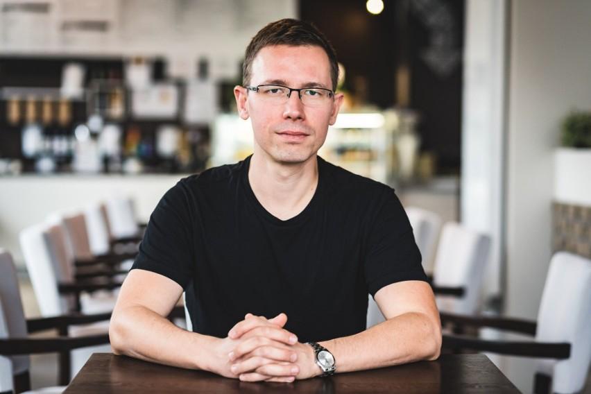 Maciej Aniserowicz jest białostockim programistą, vlogerem, twórcą nowej inicjatywy SlowBiz. Pierwsze spotkanie w ramach projektu odbyło się 22 sierpnia