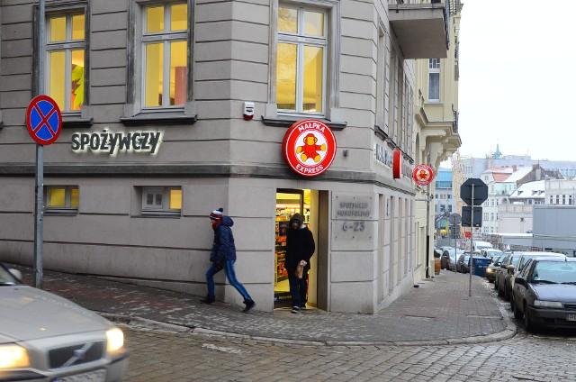 Zajęcie majątku to nie jedyny kłopot Mariusza Świtalskiego w związku ze sprzedażą sieci sklepów Małpka Express. Sprawę bada także prokuratura.