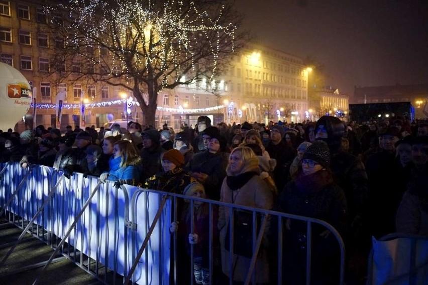 Sylwester w Poznaniu. Na placu Wolności poznaniacy...