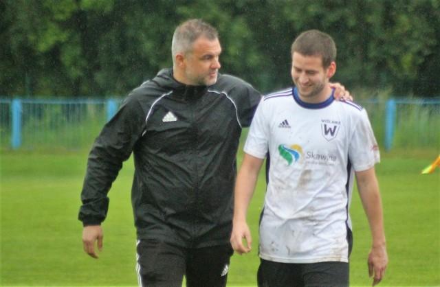 Trener Wojciech Ankowski i piłkarz Wiślan Aleksander Ślęczka podczas ostatniego, wygranego 2:0 meczu z Hutnikiem