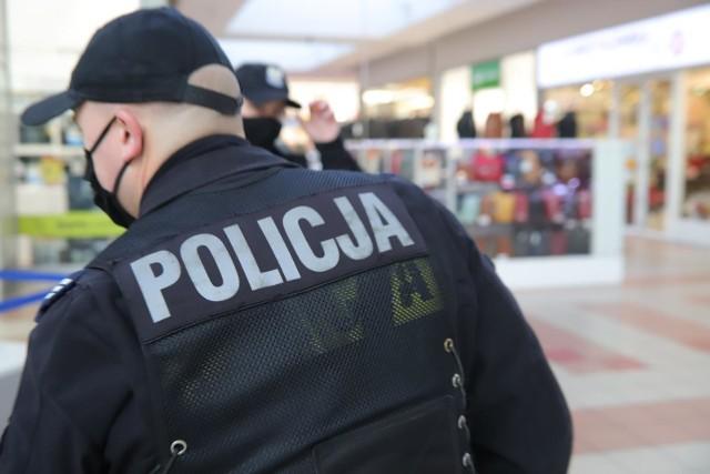 Lokale otworzyły się mimo zakazu. Policja złożyła wnioski o cofnięcie koncesji na sprzedaż alkoholu