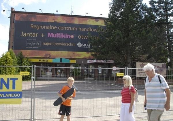 Biurowiec po Sezamorze zostanie wkrótce zburzony. W tym miejscu powstaną parkingi Centrum Handlowego Jantar.