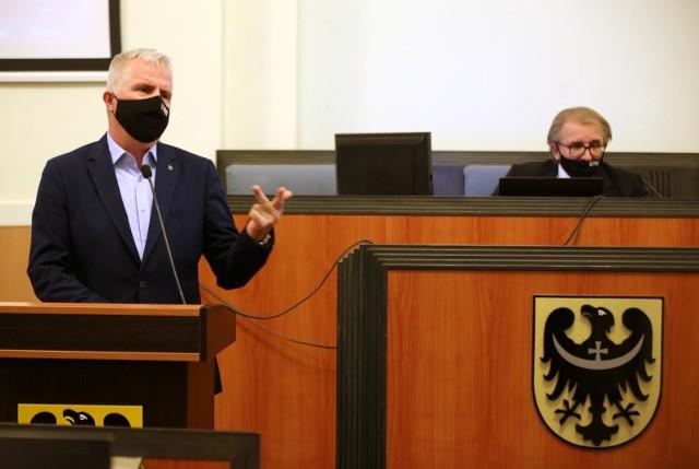 Sesja sejmiku dolnośląskiego. Radny Marek Łapiński i przewodniczący Andrzej Jaroch.