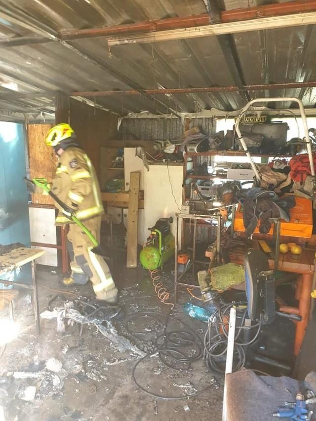 Strażacy interweniowali w Błocie, gdzie pożar pojawił się w garażu