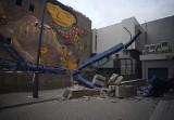 Przewrócił się żuraw na ul. Roosevelta! Operator dźwigu nie żyje!  Są ranni! [FILM, zdjęcia]