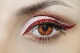 Zaskakujący trend w makijażu brwi w 2021 roku. Tak możesz uzyskać efekt No brows [zdjęcia]