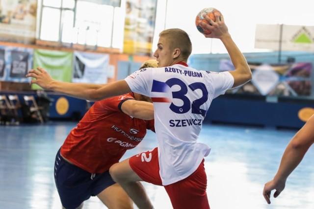 Rezerwy Azotów Puławy, jak na razie w sezonie 2020/21, wygrali jeden mecz w rozgrywkach I ligi grupy C