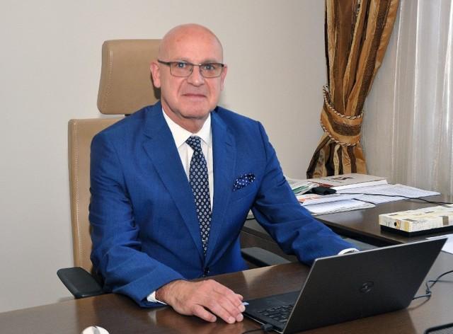 Sławomir Bukowski, rektor Uniwersytetu Technologiczno – Humanistycznego w Radomiu apeluje do studentów w sprawie szczepienia przeciwko wirusowi Sars-Cov-2.