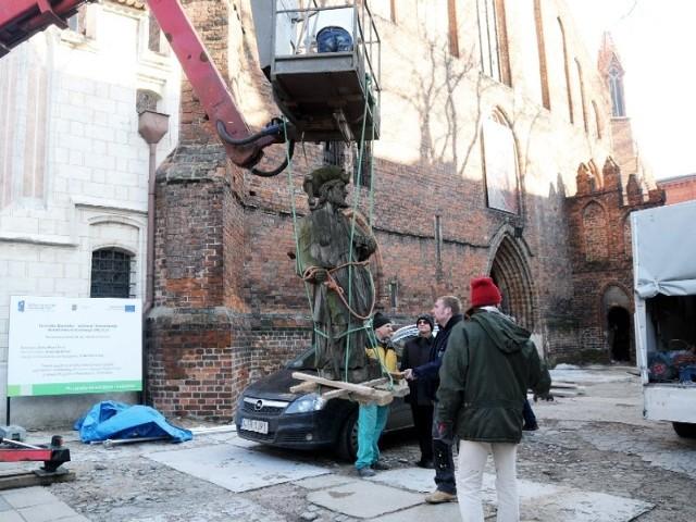 Rzeźba św. Jakuba trafiła już do pracowni konserwatorskiej