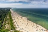 Początek lata na Pomorzu. Sezon ruszył na dobre - pomorskie plaże są pełne turystów. Zobaczcie zdjęcia z Władysławowa
