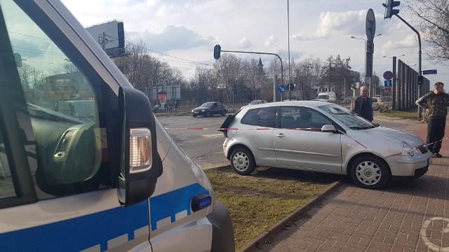 Wypadek na Zgierskiej przy Pasiecznej w Łodzi. Zderzenie dwóch samochodów