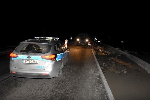 W wyniku tego zdarzenia dwóch pracowników (w wieku 37 i 39 lat, mieszkańców Chojnic) z obrażeniami ciała zastało przewiezionych do szpitala