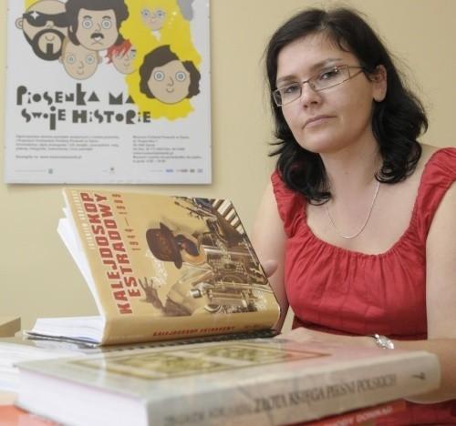 - Na początek dostaliśmy od pana Adrjańskiego książki - mówi Małgorzata Klasicka, dyrektor muzeum.