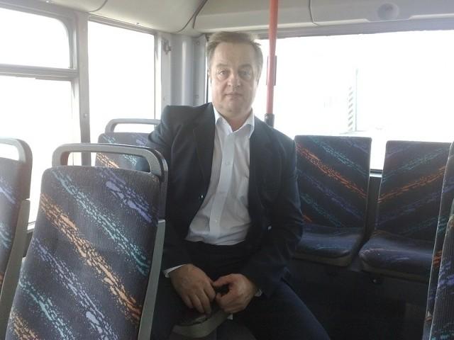 Dyr. Roman Maksymiak: - Sprzedajemy dwa autobusy, chcemy kupić sześć.