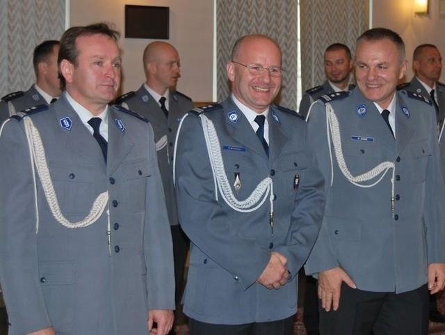 Teraz są już młodszymi inspektorami. Od lewej: Zbigniew Kmieć, Tomasz Kubicki, Krzysztof Mróz.