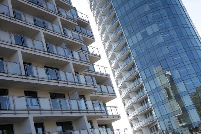 Choć pandemia miała przynieść spadki cen mieszkań i domów, zamiast tego przyniosła wzrosty.