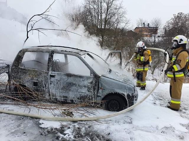 Pożar samochodu osobowego w Nawojowej Górze na ul Doły