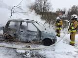 Gmina Krzeszowice. Pożar samochodu gasiły go cztery jednostki strażackie