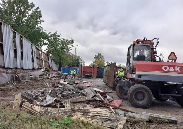 Nie ma już wiaty na terenie dawnego dworca PKS w Inowrocławiu. Na tym terenie rozpoczyna się budowa centrum handlowego Vendo Park
