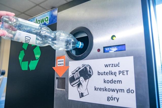 Tak wygląda krakowski butelkomat. Warunek z jego korzystanie jest jeden – butelka musi mieć widoczny kod kreskowy.