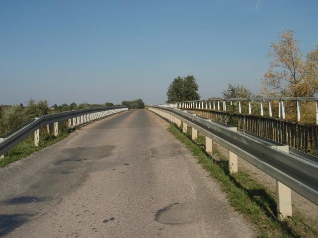 Jeszcze w tym roku ma być gotowy most na rzece Wisznia w Michałówce w powiecie jarosławskim. Inwestycja ma wynieść 7 mln zł.Inwestycja będzie możliwa dzięki dofinansowaniu z rezerwy ministra infrastruktury i budownictwa oraz pieniądzom z powiatu jarosławskiego i gminy Radymno.ZOBACZ TEŻ: Budowa mostu w Ruchowie w gm. LeżajskPOPULARNE NA NOWINY24: