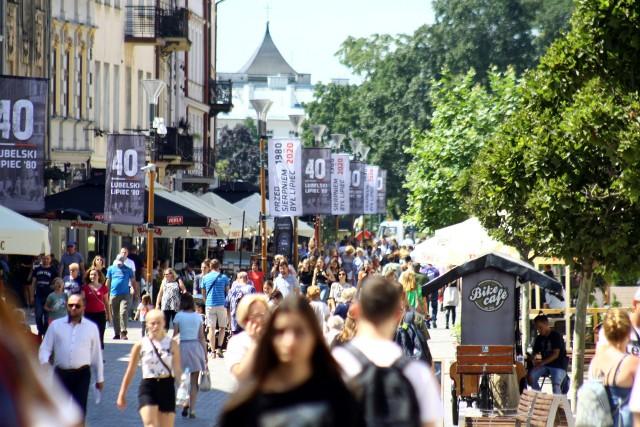 Piękna, wakacyjna pogoda sprawia, że ta część miasta zawsze przyciąga tłumy