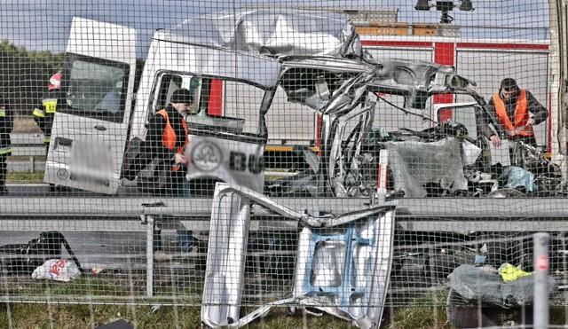 W wypadku zginęło sześć osób.