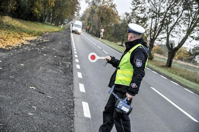 Od początku roku strzeleccy policjanci zatrzymali już prawie 80 praw jazdy za przekraczanie dozwolonej prędkości w terenie zabudowanym o ponad 50 km na godz.
