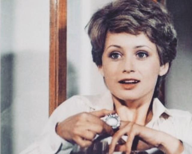 """Po raz pierwszy polscy widzowie zobaczyli serial """"Arabela"""" 2 stycznia 1983 roku. Arabela zdobyła ogromną popularność, w latach osiemdziesiątych i na początku dziewięćdziesiątych był więc często powtarzany przez TVP w paśmie """"Teleferii"""". Jak zmieniła się grają tytułową rolę Jana Nagyová? Zobacz na kolejnych slajdach, posługując się klawiszami strzałek, myszką lub gestami >>>TAK ZMIENIŁA SIĘ ARABELA >>>"""
