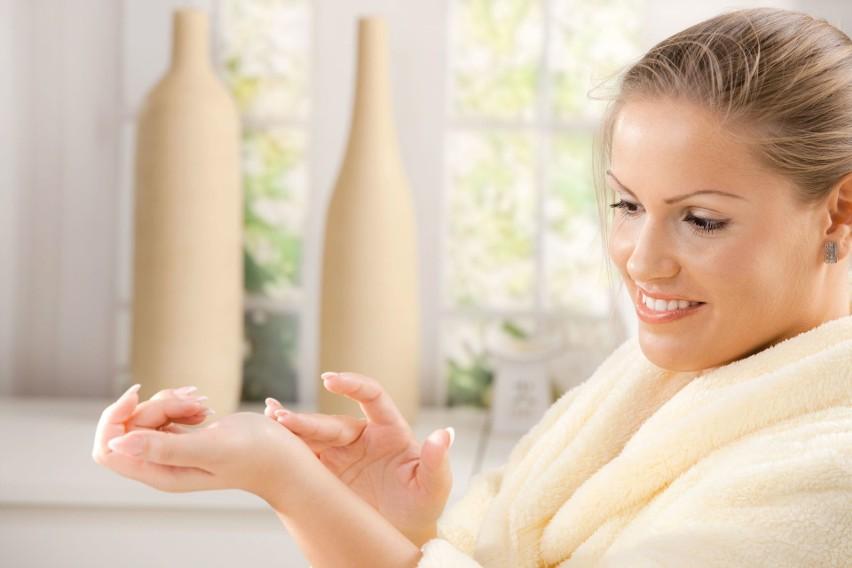 Żel antybakteryjny do rąk powstał, aby umożliwić mycie skóry...
