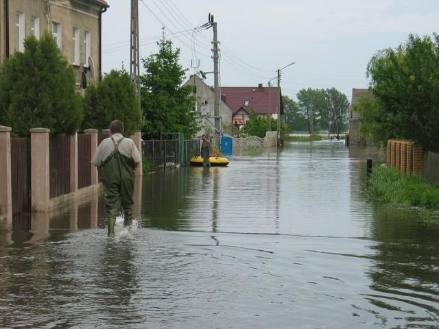 To ulica Osadników w Krzepowie. Poniedziałek, około 17.00.