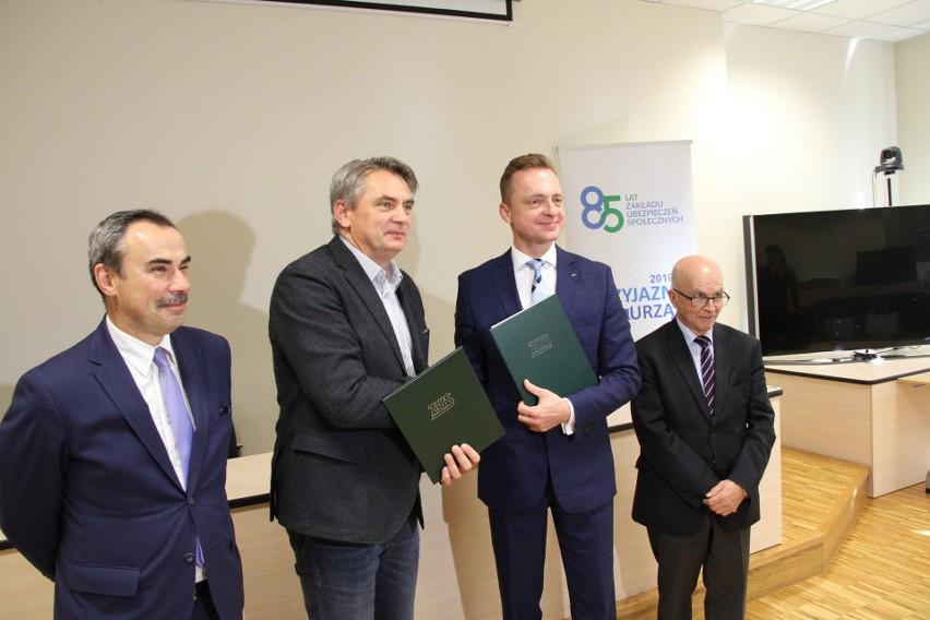 Dziekan WEIZ PO prof. Janusz Wielki, rektor prof. Marcin...