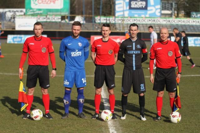W meczu 14. kolejki III ligi (grupa IV) zespół Unii Tarnów przegrał mecz wyjazdowy z beniaminkiem, Wisłą Sandomierz.