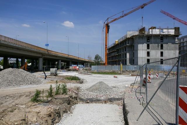 Przy ul. Przyjaźni Polsko-Węgierskiej trwają prace przy budowie ronda