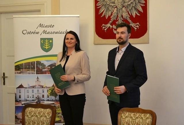W Ostrowi Mazowieckiej w ratuszu miejskim podpisano umowę z wykonawcą remontu budynku biblioteki