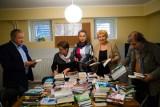Zasypaliśmy bibliotekę książkami dla każdego (wideo)