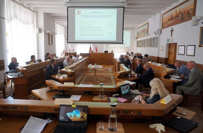 Czwartkowa sesja Rady Miasta Lublin trwała kilkanaście godzin